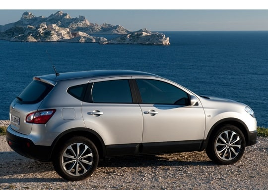 Nissan QASHQAI view from right side
